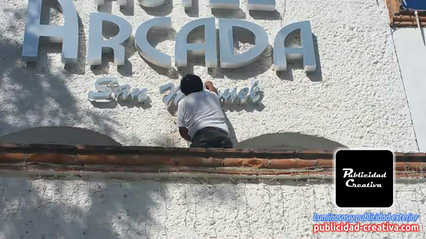 Fabricación e instalación de logos y letras 3D de aluminio
